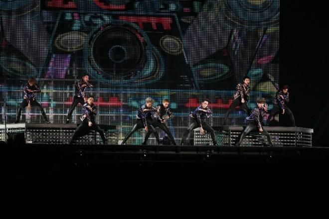 EXO(左から)ベクヒョン、ディオ、チェン、カイ、シウミン、レイ、セフン、チャンヨル、スホ