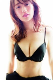【写真】泉里香、28歳の初水着ブレイクへ 新旧グラビアシーンのいいとこ取り?