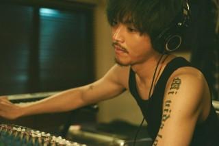 兄でありプロデューサーのジンを演じた松坂桃李