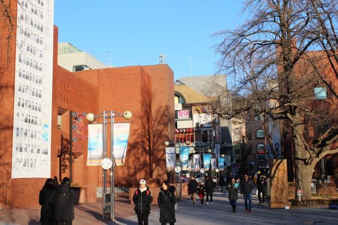 テハンノの中心地。この奥が劇場がならぶ街並み