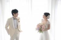 結婚情報誌『ゼクシィ』CMメイキング(左から)戸塚純貴、吉岡里帆