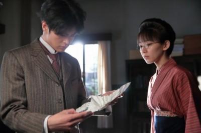 丸メガネで地味な印象の宜ちゃん役・吉岡里帆