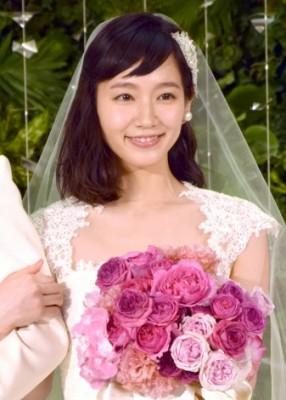 CMでウェディングドレス姿を披露した吉岡里帆
