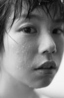 カメラマンとふたりだけで約1年をかけて撮影した野村麻純の写真集『As Is Nomura Masumi』カット