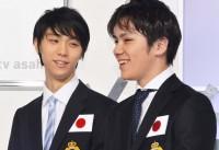 (左から)羽生結弦選手、宇野昌磨選手『世界フィギュアスケート国別対抗戦2017』日本代表選手発表・記者会見