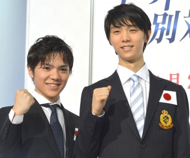 (左から)宇野昌磨選手、羽生結弦選手『世界フィギュアスケート国別対抗戦2017』日本代表選手発表・記者会見