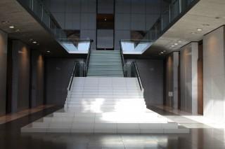 県議会議事堂 撮影作品『仮面ライダーカブト』