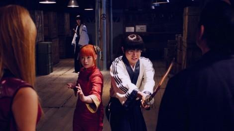映画『銀魂』 左から:神楽(橋本環奈)、志村新八(菅田将暉)
