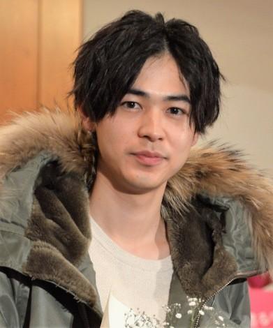 俳優からモデル業もこなす成田凌