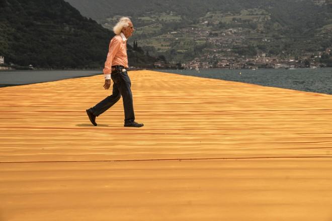 フローティング・ピアーズ、イタリア・イセオ湖、2014 -16でのクリスト(Photo: Wolfgang Volz)