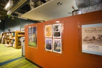 日本で開催中のアート展ポスターも掲示されていた/アニメーション・リサーチ・ライブラリー