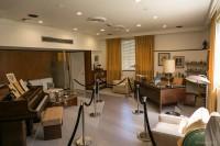 デスクとピアノがあるウォルト・ディズニーが実際に仕事をしていたオフィス。当時のままを復元している/ウォルト・ディズニー・スタジオ