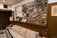 ウォルト・ディズニーのオフィス。ディズニーランドの空撮写真が飾られている/ウォルト・ディズニー・スタジオ