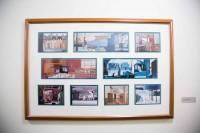 廊下に飾られているアートワーク/大学キャンパスのようなウォルト・ディズニー・スタジオ