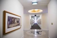 床のミッキーの上で声を出すとドーム状の天井に反射して響いて聴こえる/ウォルト・ディズニー・スタジオ