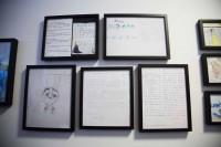 世界中のファンレターが掲示されている廊下/ウォルト・ディズニー・アニメーション・スタジオ
