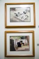 廊下に展示されているアートワーク/ウォルト・ディズニー・スタジオ