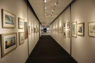 アニメーターのクリエイティブを刺激するために、アートワークがスタジオ内の至るところに掲示されている