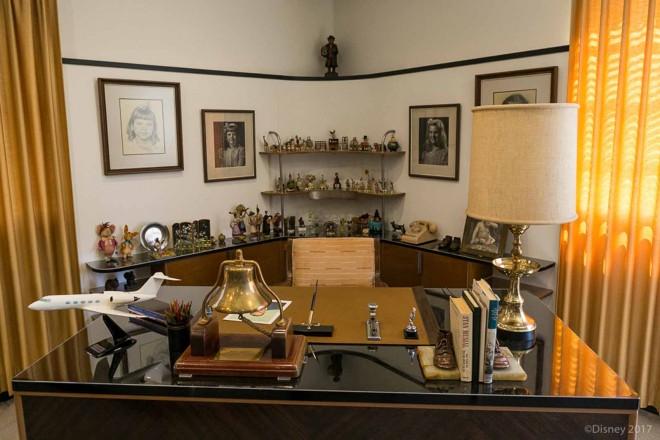 ウォルト・ディズニーが実際に使用していたデスク。ディズニー・スタジオ内にウォルト・ディズニーのオフィスが再現されている