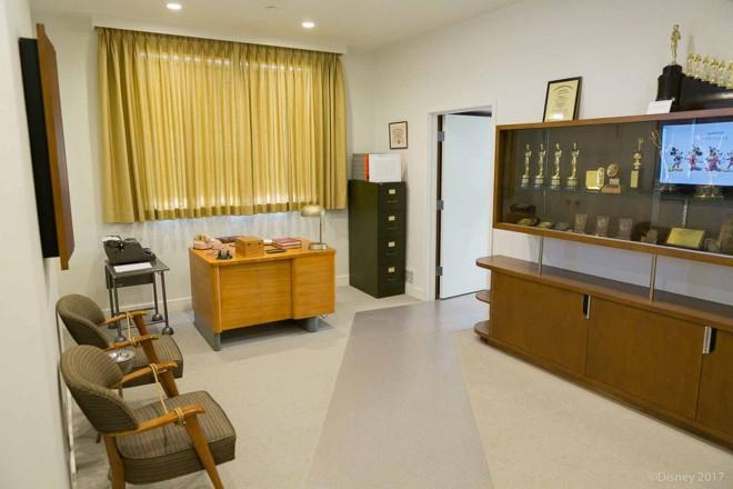 ウォルト・ディズニーのオフィス内。秘書のデスク/ウォルト・ディズニー・スタジオ