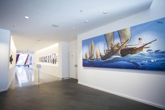 ロビーからすぐの展示スペースには『モアナと伝説の海』のアートワークが飾られていた/ウォルト・ディズニー・アニメーション・スタジオ