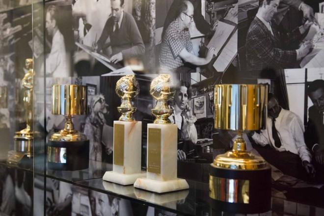レガシーホールに展示される映画祭トロフィーなど/ウォルト・ディズニー・アニメーション・スタジオ