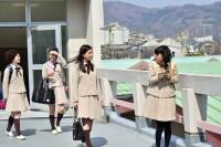 左から:仁藤菜月(石井杏奈)、成瀬順(芳根京子)