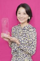 「第8回コンフィデンスアワード・ドラマ賞」助演女優賞を受賞した小池栄子