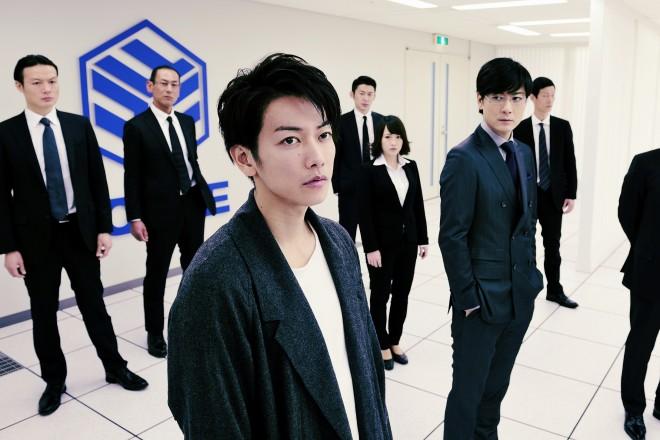 左から:永井圭(佐藤健)、戸崎優(玉山鉄二) 映画『亜人』