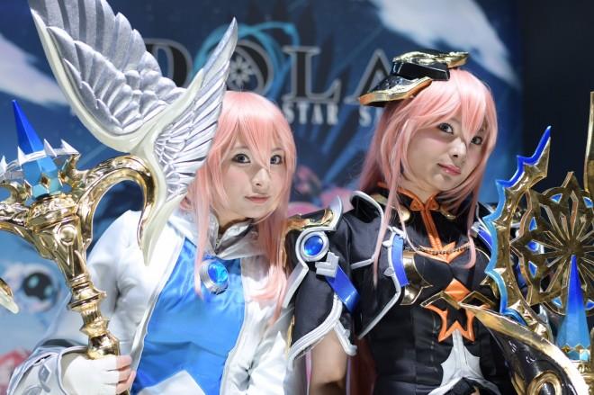 『東京ゲームショウ2018(TGS)』で発見! 『イドラ ファンタシースターサーガ』 双子アイドル・るるぴ(左)、ららぴ(右)