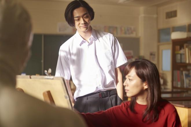 左から:川合浩介(竜星涼)、中島幸子(比嘉愛未) 映画『先生!、、、好きになってもいいですか?』