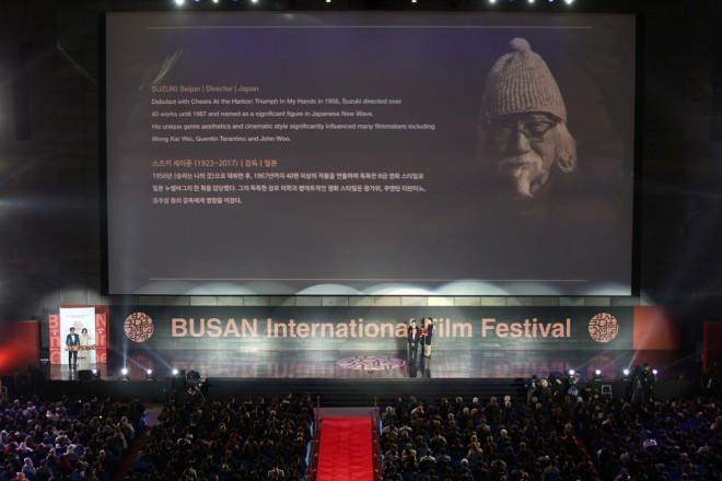 オープニングセレモニーで行われた鈴木清順監督の「The Asian Filmmaker of the year」授賞式