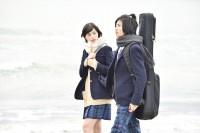 左から:ニノ(中条あやみ)、ユズ(志尊淳) 映画『覆面系ノイズ』