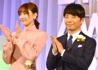『東京ドラマアウォード2017』の授賞式に出席した(左から)新垣結衣、星野源
