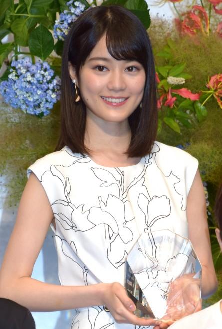 『第8回 岩谷時子賞』で「奨励賞」を受賞した乃木坂46・生田絵梨花