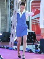 『ショムニ2013』(フジテレビ系)で伝説のミニスカ美脚を披露する江角マキコ