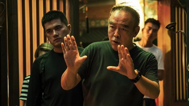 演出をする中国映画界の巨匠チェン・カイコー