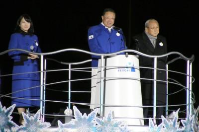 サンクスデーセレモニーに登場した(左から)福本望氏、上西京一郎氏、加賀見俊夫氏
