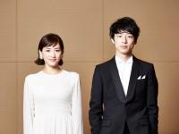 綾瀬はるか(左)と坂口健太郎(右)撮影/RYUGO SAITO