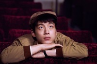 映画『今夜、ロマンス劇場で』 スクリーンのお姫様に恋い焦がれる健司(坂口健太郎)
