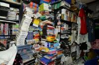 2万本以上のゲームソフトに囲まれて暮らすファミコン芸人・フジタ氏