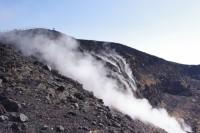 活火山三原山からの噴煙