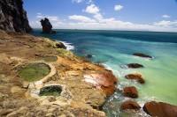 海沿いの岩場に湧いた温泉「東温泉」