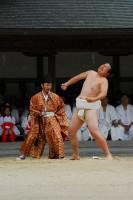 伝統儀式:目に見えない稲の精霊に相撲を挑む『一人角力(ずもう)』