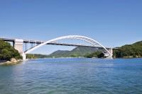 瀬戸内海にかかる多々羅大橋