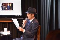 観客から投げかけられたテーマを吟味する宮藤官九郎