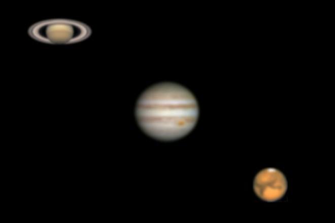 望遠鏡で観たときの土星・木星・火星(左から)