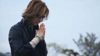 3月3日公開、映画『WE ARE X』より HIDEの墓参りをするYOSHIKI