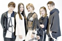lol(左から)佐藤友祐、moca、hibiki、honoka、小見山直人