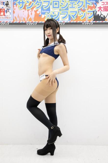 『サンクプロジェクト×ソフマップ』コスプレイヤー・んねさか亜里沙さん<br>(『セーラ水着』)